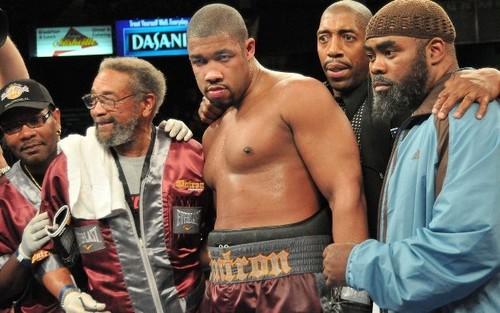 Стал известен боксер, который может заменить Спонга в бою с Усиком