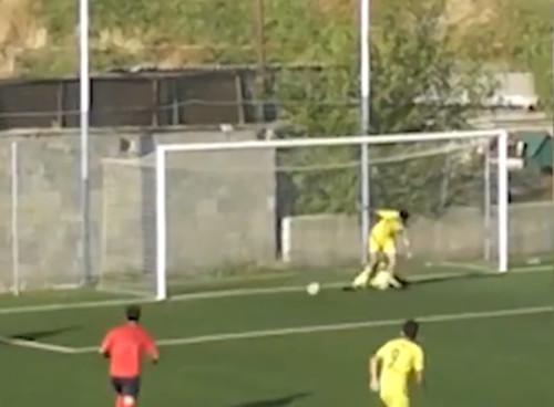 ВИДЕО. Армянский футболист с двух метров дважды попал в штангу