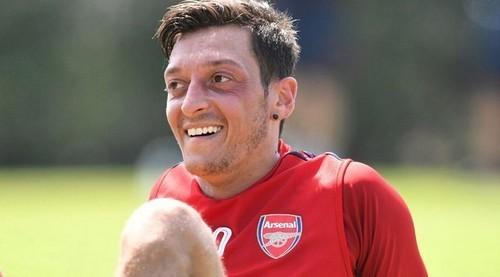 Озил хочет покинуть Арсенал