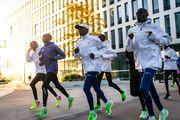 Кениец впервые пробежал марафон менее, чем за два часа
