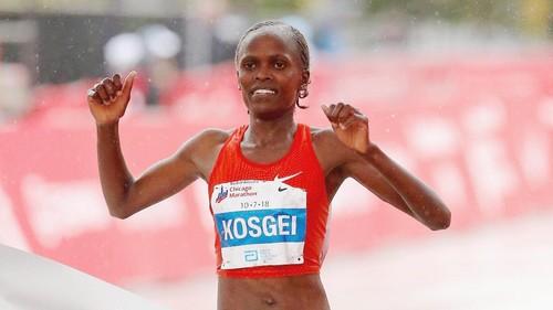 ВИДЕО. Кенийка побила мировой рекорд в женском марафоне