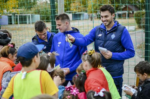 ФОТО. Игроки Динамо посетили детский дом на Троещине