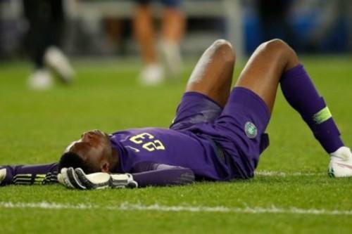 ВИДЕО. Жуткая травма голкипера Нигерии в игре против Бразилии [18+]