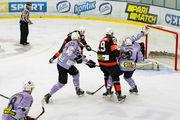 Кременчук сохранил лидерство в УХЛ, забросив 8 шайб Волкам