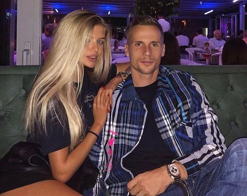 ФОТО. Кендзера появился в ресторане в компании красивой блондинки
