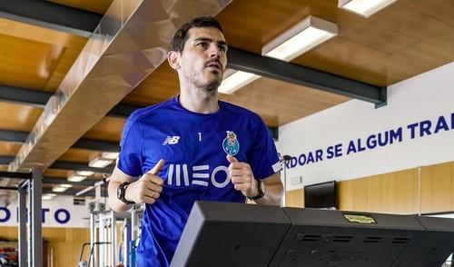 Касильяс возобновил тренировки после сердечного приступа