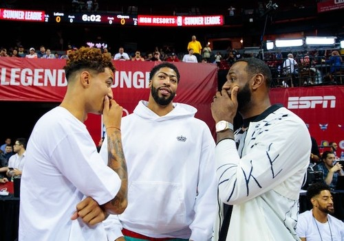 Игрок Лейкерс потерял 1 млн долларов из-за конфликта НБА с Китаем