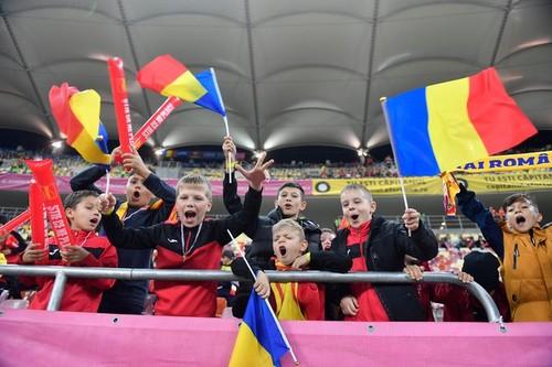 ВИДЕО. На матче в Бухаресте гимн Румынии спели 30 тысяч детей