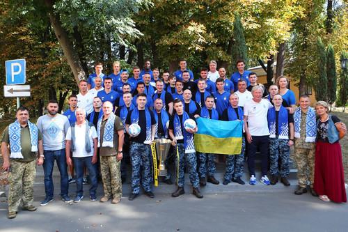 ФОТО. Динамовцы навестили освобожденных из плена военных моряков