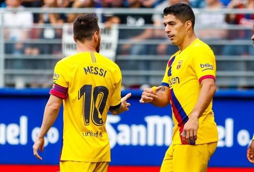 Барселона одолела Эйбар. Забивали Месси, Суарес и Гризманн