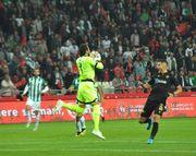 ВИДЕО. Турецкий вратарь заработал удаление на 20-й секунде матча
