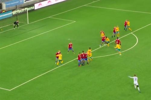 ВИДЕО. Норвежский вратарь забил фантастический гол со штрафного