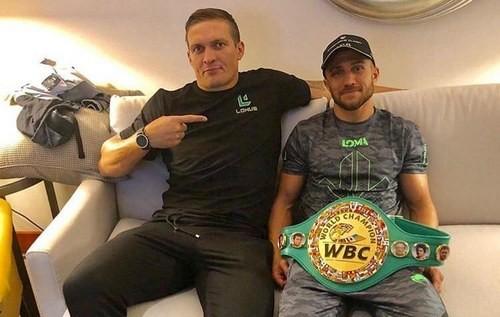 ФОТО. Усик и Ломаченко похвастались наградами от WBC