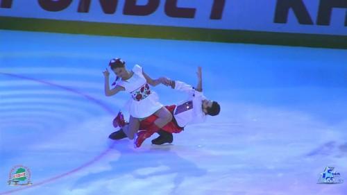 ВИДЕО. Назарова и Никитин исполнили танец в украинском народном стиле