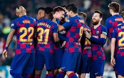 Барселона вышла на первую строчку, разгромив Вальядолид