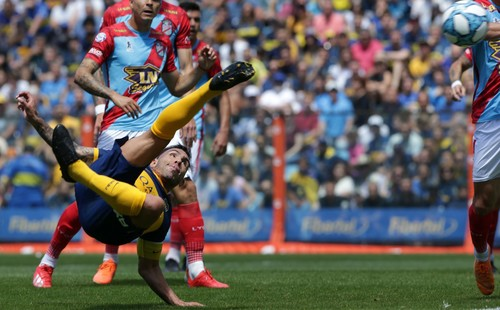 ВІДЕО. Як Тевес забив красивий гол бісіклетою в Аргентині