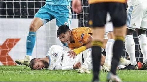 ВИДЕО. Ногой в голову. Как футболисту Слована нанесли тяжелую травму