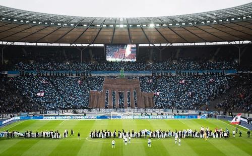 ФОТО. Герта ярким перфомансом отметила годовщину падения Берлинской стены