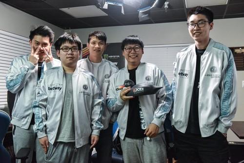 Invictus Gaming стала чемпионом DOTA Summit 11