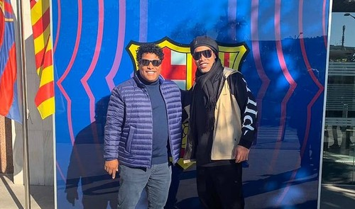 Роналдиньо объявил о возвращении в Барселону