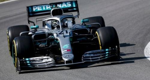 Мерседес доминирует на тестах Ф-1 в Барселоне