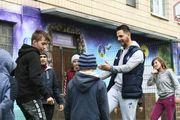 Фран Соль с сувенирами посетил больных детей из Охматдета