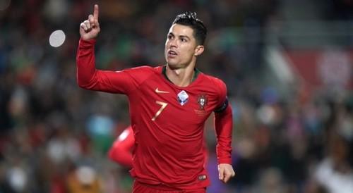 ВИДЕО. Роналду оформил яркий хет-трик в матче отбора Евро-2020