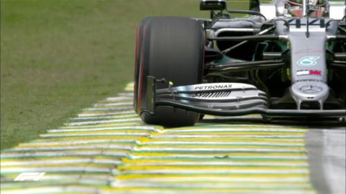 Хэмилтон быстрейший в 3-й практике в Бразилии, но соперники рядом
