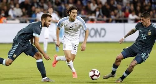Уругвай и Аргентина сыграли вничью с голами Суареса, Кавани и Месси
