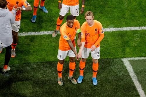 ВИДЕО. Учись, Тайсон! Нидерланды показали красивый жест против расизма