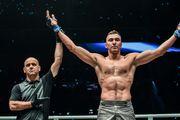 ВИДЕО. Украинский гигант чуть не убил соперника и стал чемпионом мира