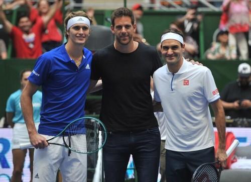 Федерер и Зверев провели два выставочных матча, развлекая публику