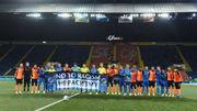 ФОТО. Игроки Шахтера и Львова сфотографировались с баннером против расизма