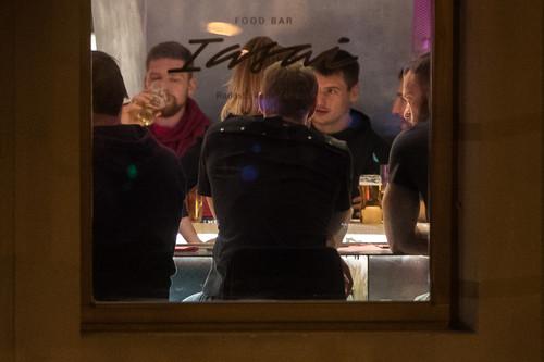 ФОТО. Как игроки сборной России по хоккею выпивали в Братиславе
