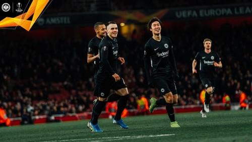 Группа F. Арсенал проиграл Айнтрахту и не смог досрочно выйти в плей-офф