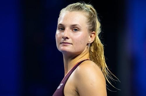 ФОТО. Даяна Ястремская в купальнике готовится к новому сезону