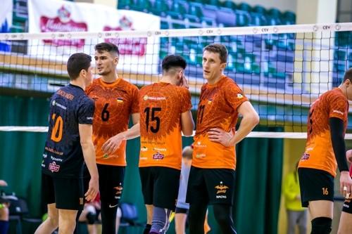В мужской Суперлиге продолжают лидировать львовские волейболисты