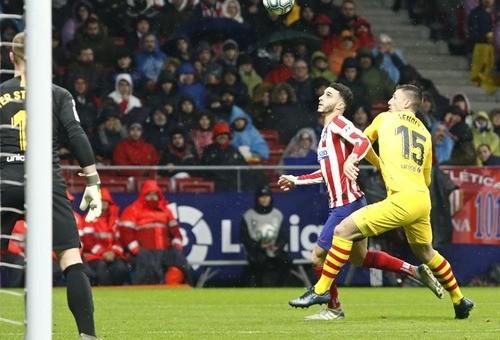 Барселона в гостях минимально обыграла Атлетико