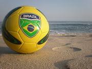 ВИДЕО. Бразильские девушки демонстрируют мастерство с мячом на пляже