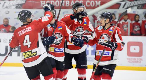Донбасс уверенно обыграл Ледяных Волков
