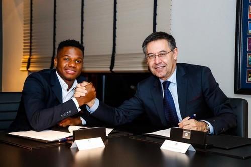 Ансу Фати продлил контракт с Барселоной до 2022 года
