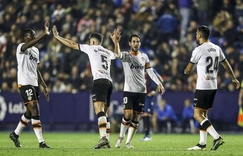 Валенсия забила 4 мяча в ворота Леванте, Гранада разбила Алавес
