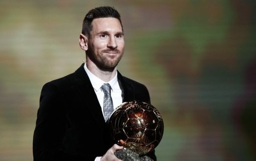МИЛОТА ДНЯ. Сыновья Месси вручили отцу Золотой мяч перед матчем с Мальоркой