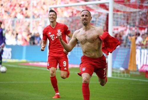 Бавария разгромила Айнтрахт и стала чемпионом Германии