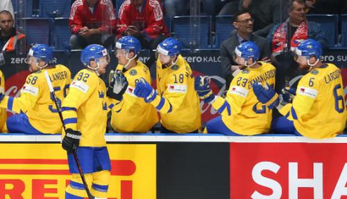 ЧМ по хоккею. Швеция в напряженном матче обыграла Швейцарию
