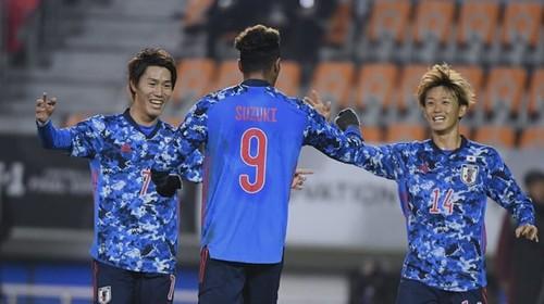 ВИДЕО. Как китайский футболист завалил японца ударом ногой в голову