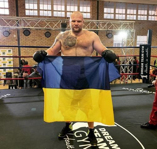 Українець Шевадзуцький впевнено побив іспанця Роблеса