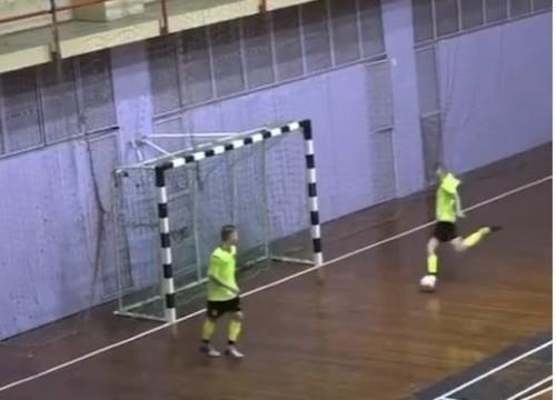 ВИДЕО. Эпичный промах российского футзалиста по пустым воротам