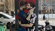 ФОТО. В Барселоне появился рисунок целующихся Пике и Рамоса