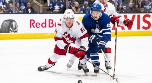 ВІДЕО. В НХЛ Кароліна забила 3 шайби за 1 хвилину. Торонто відповів тим же